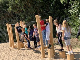 Nieuw speelmateriaal schoolplein